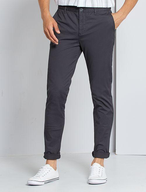 Pantalón chino slim                             gris oscuro