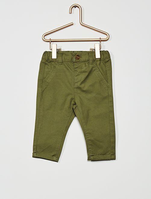 Pantalón chino                                                                                                     verde liquen