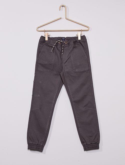 Pantalón cómodo                                                     GRIS