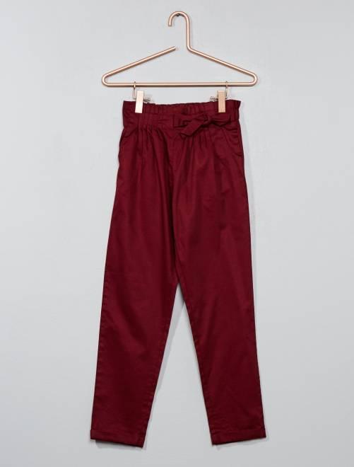 Pantalón con cintura plisada                             bordeaux Chica