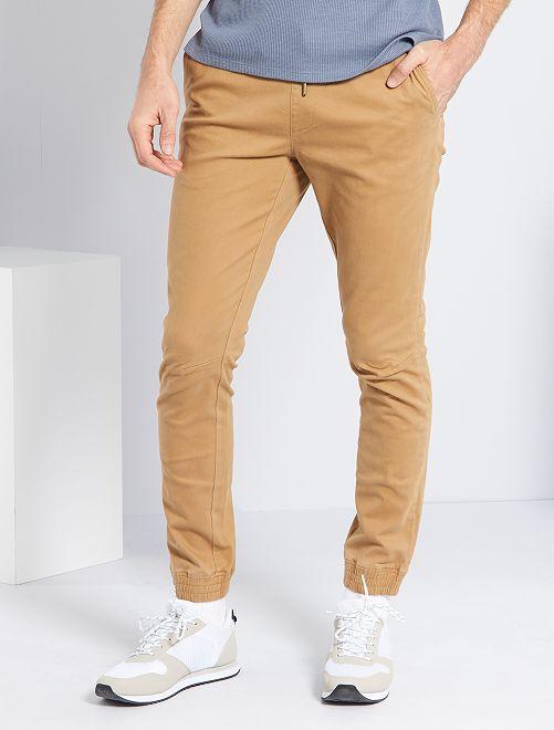 Pantalón con corte jogger                                             BEIGE