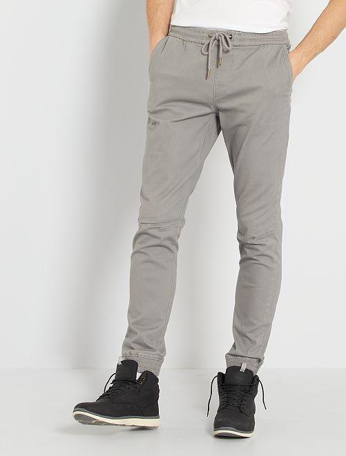 Pantalón con corte jogger                                                                 GRIS