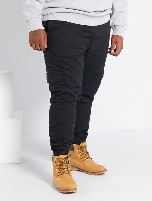 Pantalón con corte jogger                             negro