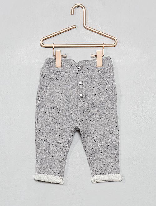 Pantalón con detalles de botones                             gris