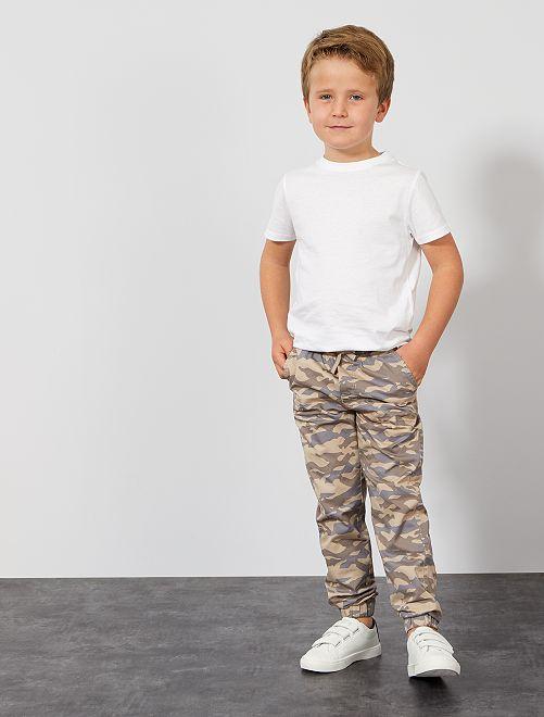 Pantalón con estampado de 'camuflaje'                                             GRIS