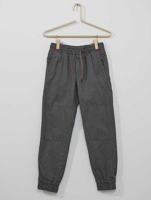Pantalón con forro                                                     GRIS