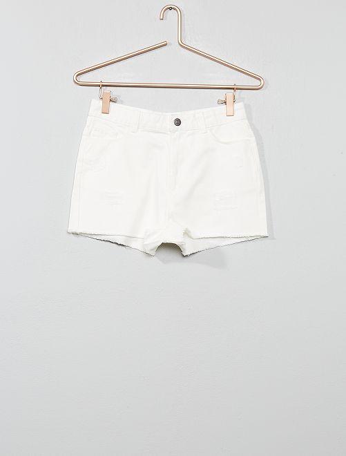 Pantalón corto boyfriend destroy                             blanco nieve Joven niña