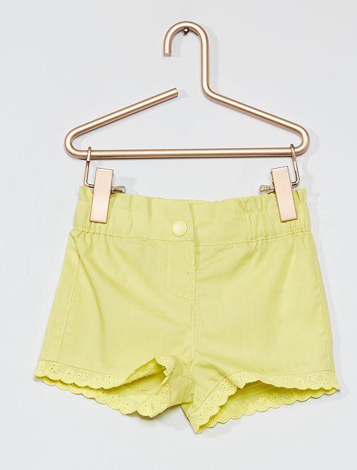 Pantalón corto con bordado inglés                     AMARILLO
