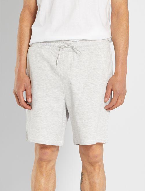 Pantalón corto de felpa ligero de pijama                             GRIS