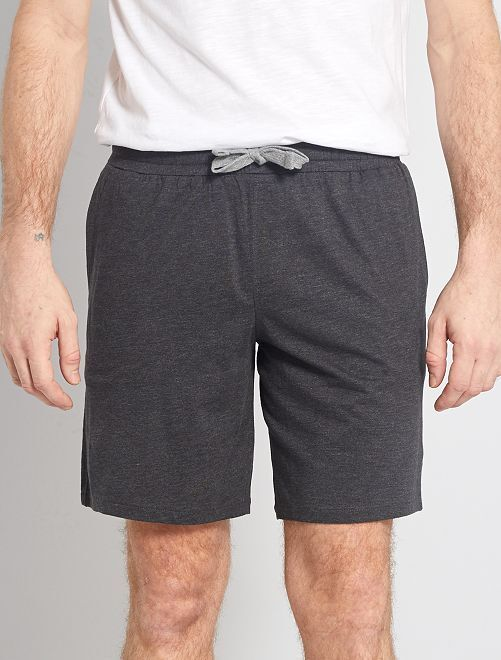 Pantalón corto de pijama con rayas pequeñas                                         a rayas negro