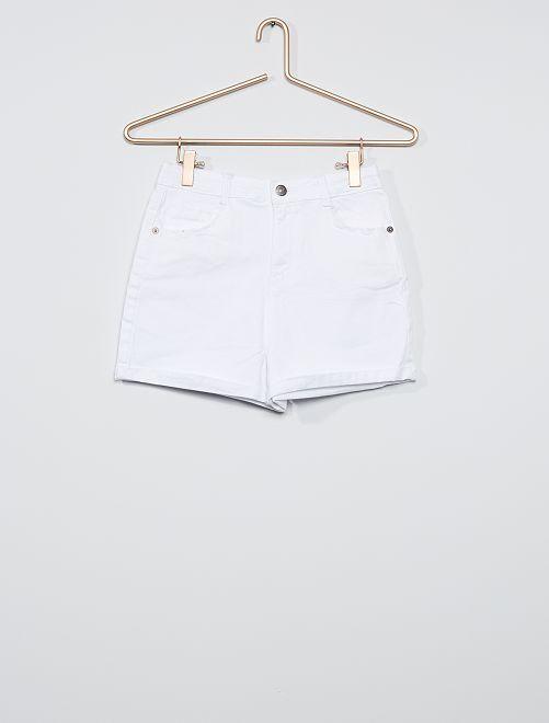 Pantalón corto de sarga de color                             blanco