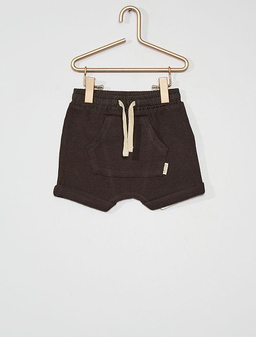 Pantalón corto                             gris oscuro