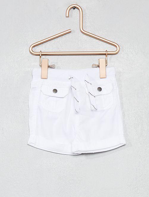 Pantalón corto multibolsillos                     blanco