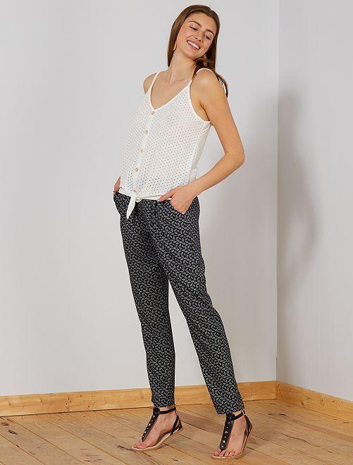 Pantalón de corte recto con cintura elástica                             NEGRO