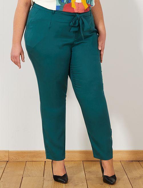 Pantalón de lyocell con pinzas                             verde profundo Tallas grandes mujer
