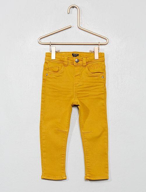Pantalón de sarga con corte slim                             AMARILLO