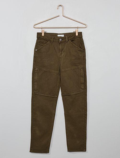 Pantalón de sarga elástica con costuras                                         KAKI