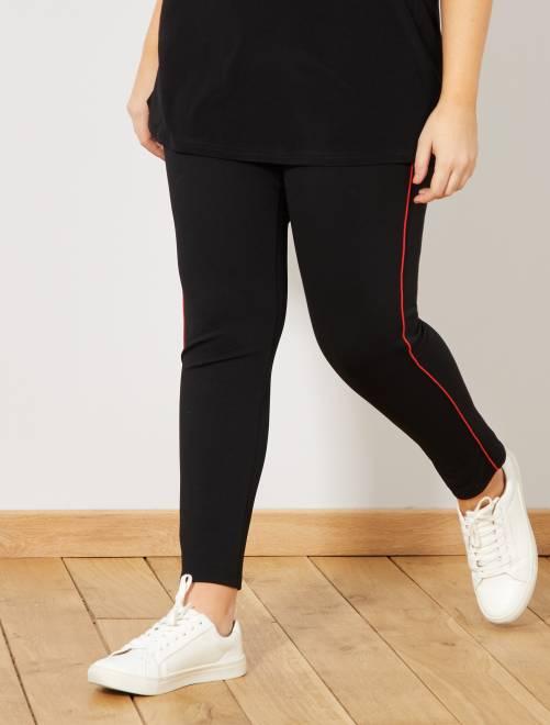 Pantalón elástico con franjas finas laterales                                         ROJO