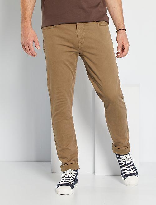 Pantalón entallado con 5 bolsillos L36 +1m90                                                                 gris beige