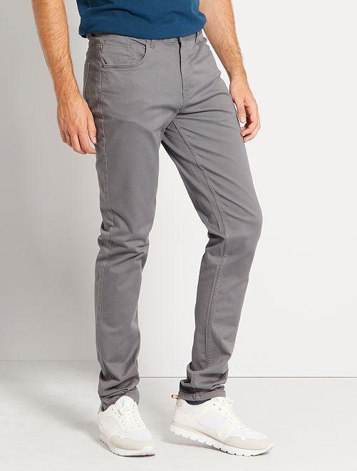 Pantalón entallado con 5 bolsillos L36 +1m90                                                                                         GRIS