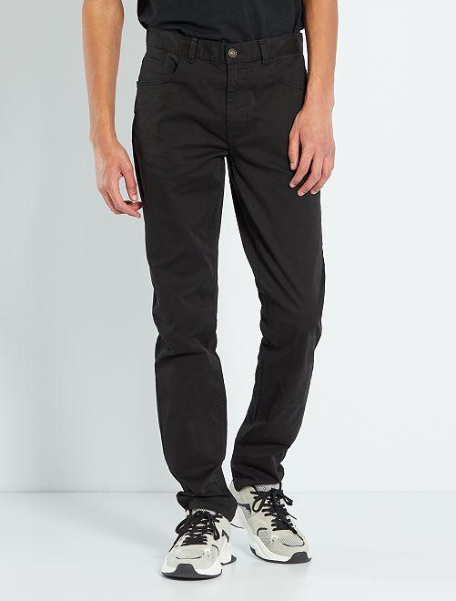 Pantalón entallado con 5 bolsillos L36 +1m90                                                     negro