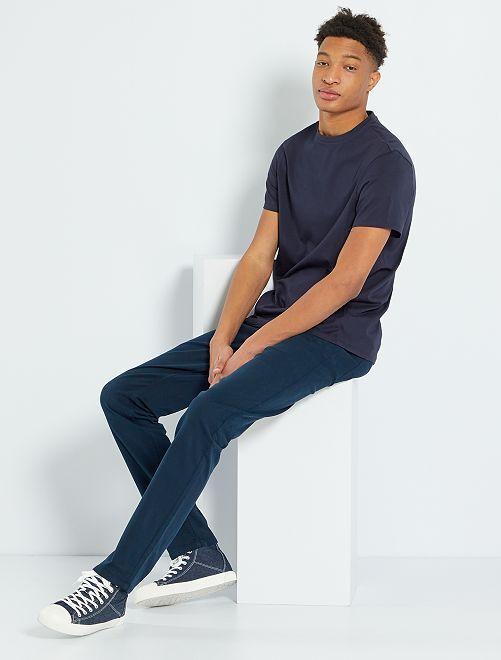 Pantalón entallado con 5 bolsillos L38 +1m90                                                                             AZUL