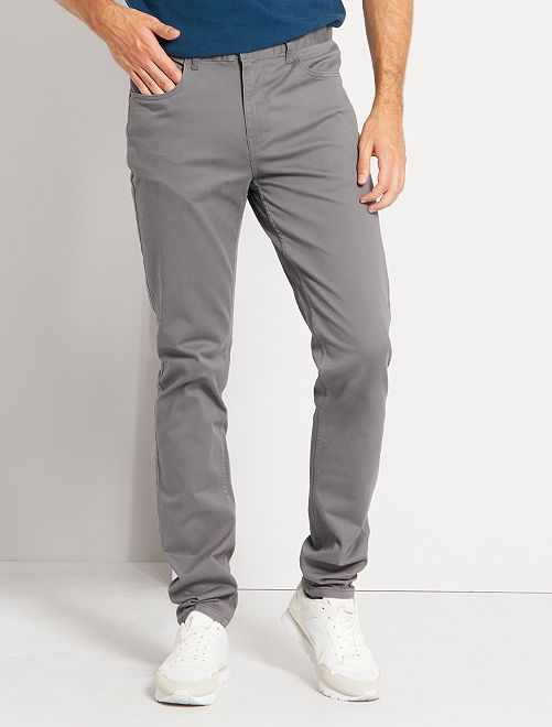 Pantalón entallado con 5 bolsillos L38 +1m90                                                                                                     GRIS