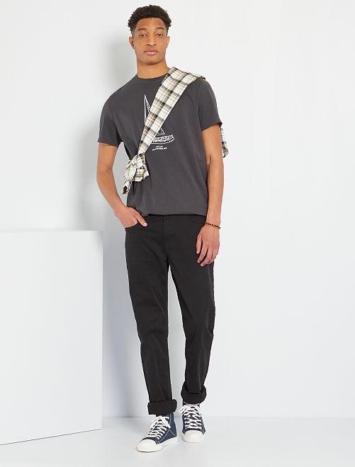 Pantalón entallado con 5 bolsillos L38 +1m90                                                     negro