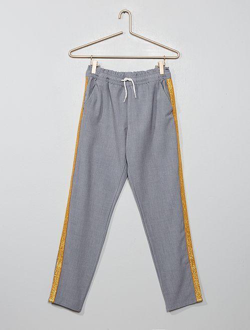 Pantalón jogging con bandas                                         GRIS