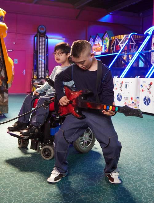 Pantalón 'Les loups bleus' adaptado para silla de ruedas                                         bruto Chico