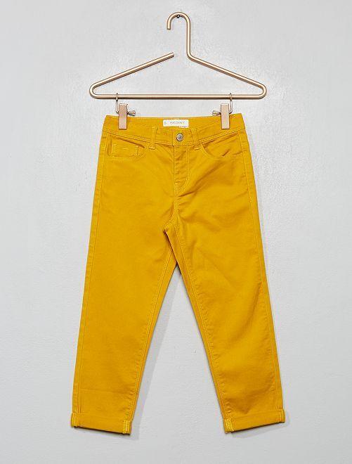 Pantalón pirata skinny                                         amarillo bronce