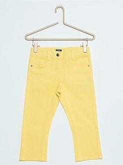 Pantalones cortos, short amarillo - Pantalón pirata slim de sarga