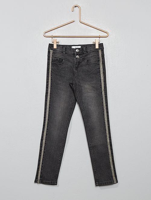 Pantalón pitillo brillante                                         GRIS