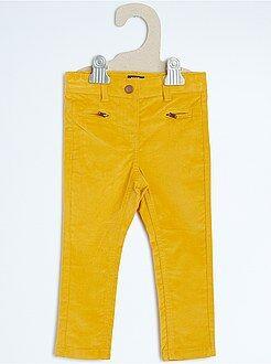 Pantalón pitillo de terciopelo