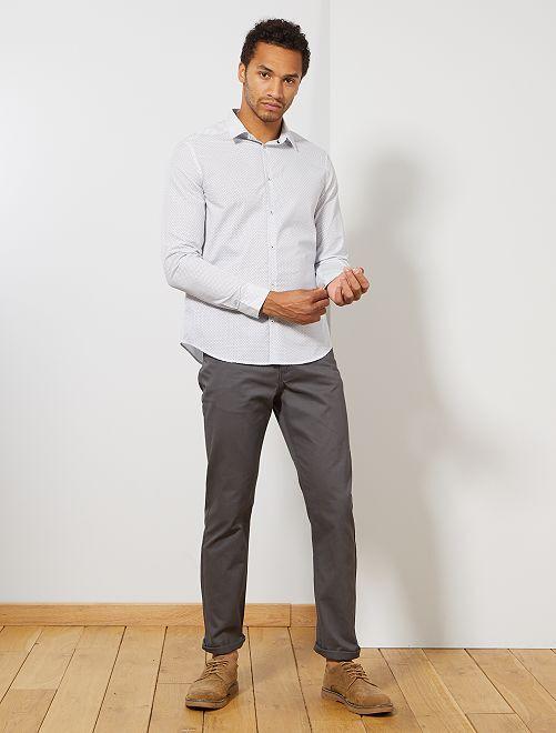 Pantalón recto con 5 bolsillos                                                                 gris