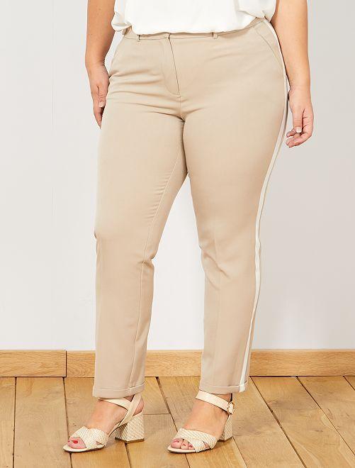 07b6dde20529 Pantalón recto con bandas laterales Tallas grandes mujer - beige ...
