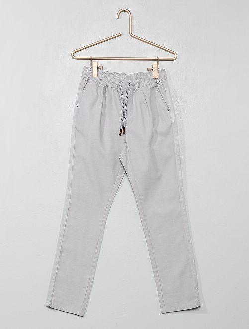 Pantalón recto liso                                                                             gris Chico
