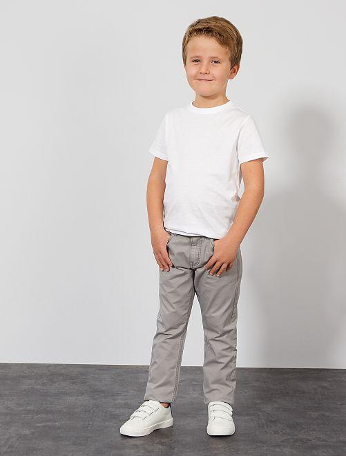 Pantalón regular liso                                                                                                     GRIS