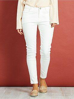 Mujer Pantalón skinny blanco roto