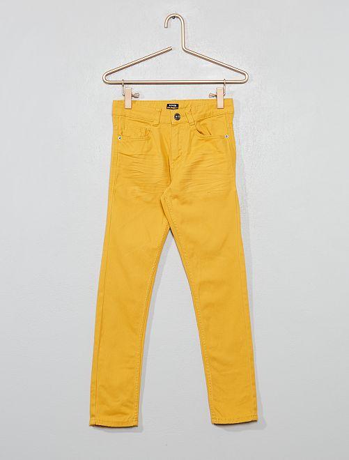 Pantalón skinny con cinco bolsillos                                                                                                                 AMARILLO