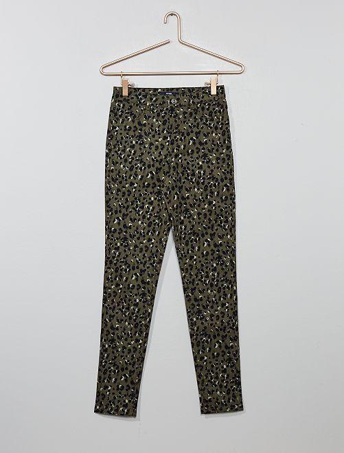 Pantalón skinny con estampado de leopardo                                                     KAKI