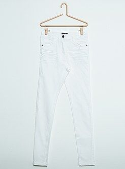 Pantalón skinny de sarga de color