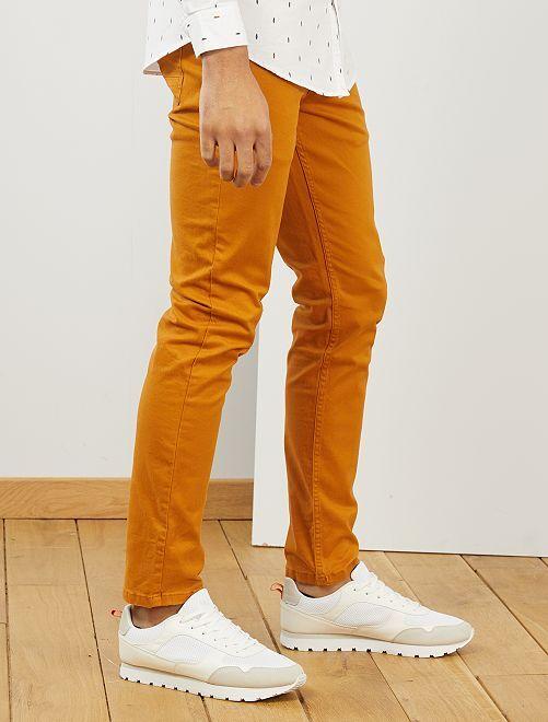 Pantalón slim 5 bolsillos de sarga                                                                                                                                                     marrón