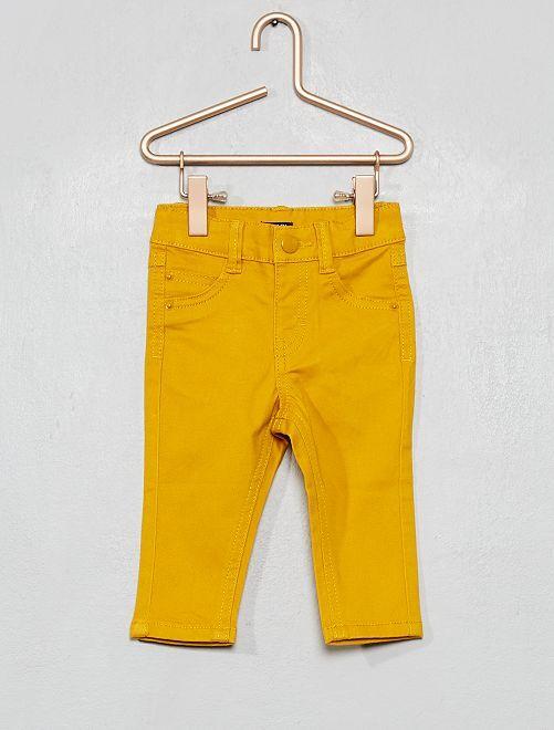 Pantalón slim                             amarillo bronce