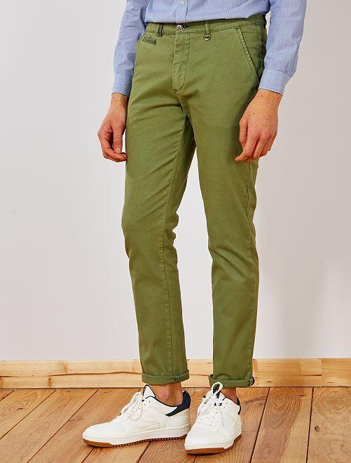 Pantalón slim chino con ligero efecto descolorido                                         VERDE Hombre