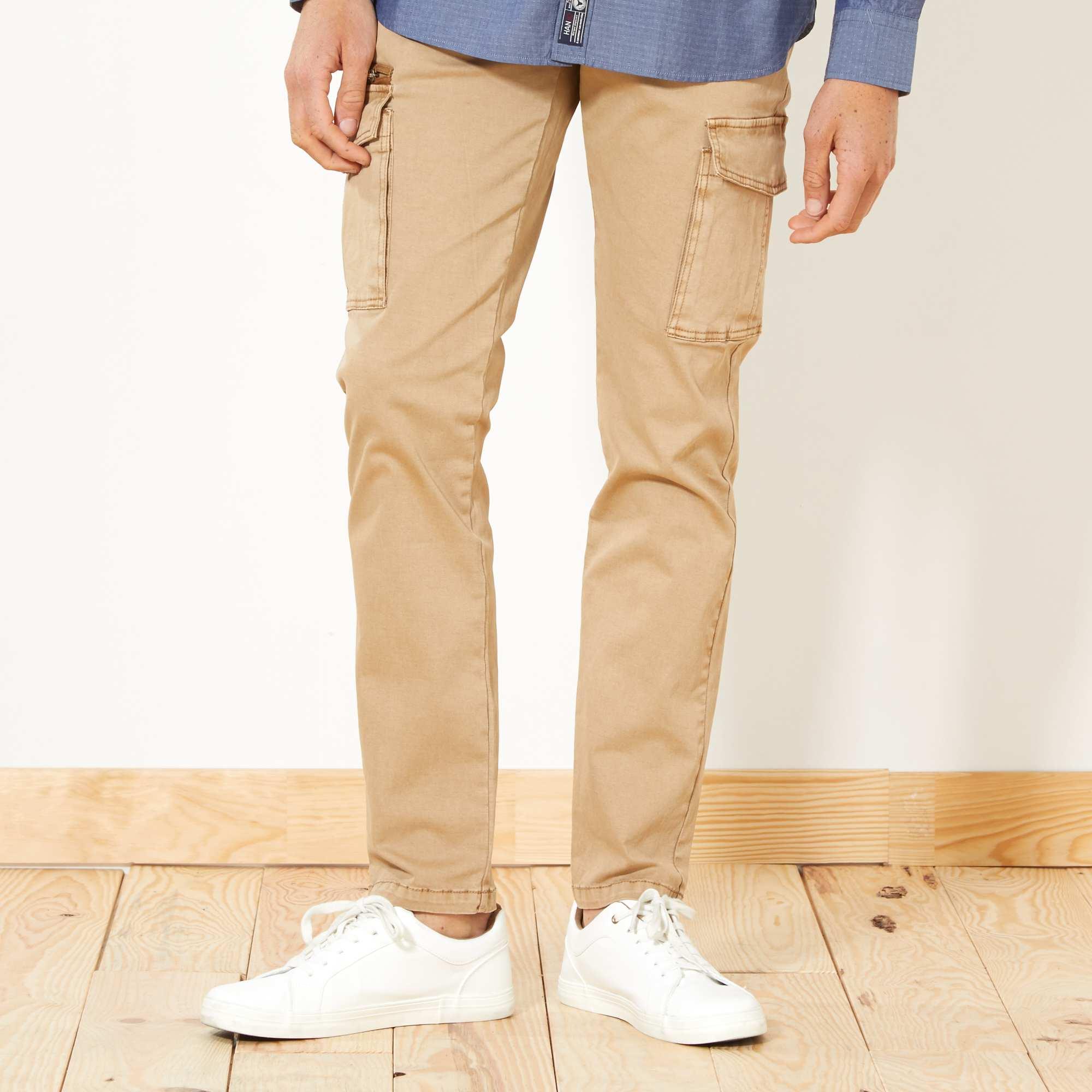 9c75d667d7 Pantalón slim con bolsillos cargo BEIGE Hombre. Loading zoom