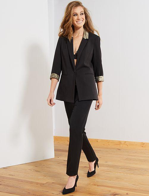 Pantalón slim con detalles dorados                             negro