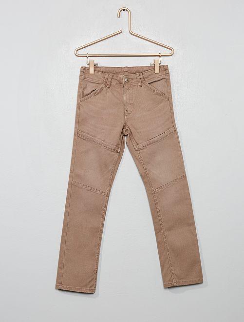 Pantalón slim con detalles en las rodillas                                                     gris beige