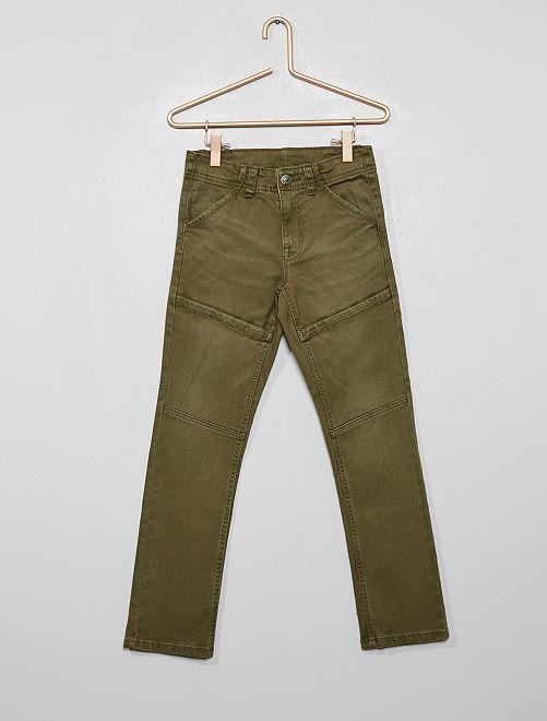 Pantalón slim con detalles en las rodillas                                                     verde oscuro