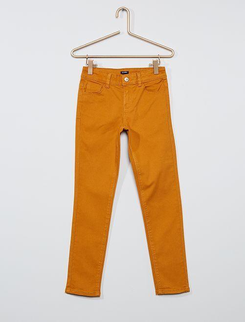 Pantalón slim de color                                                                                             AMARILLO